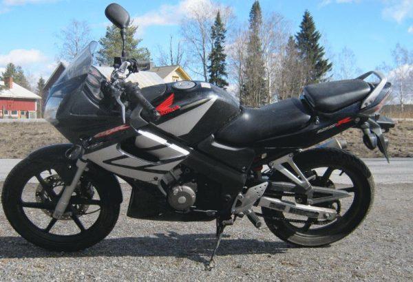 Honda CBR 125R -06