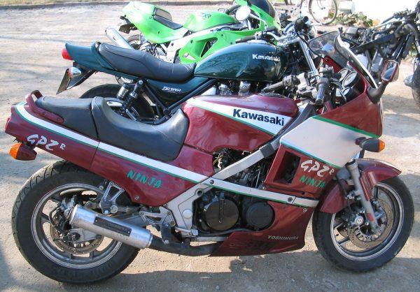 Kawasaki GPZ 500 R -86
