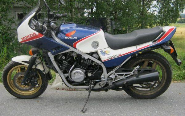 Honda VF 750 F -84