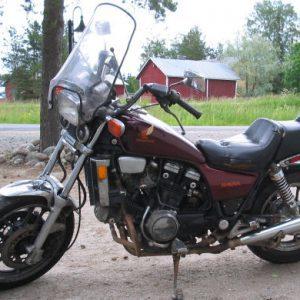 Honda VF750 Magna -83