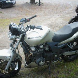 Kawasaki ZR-7 -00