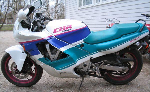 Honda CBR 600F -90 PC23